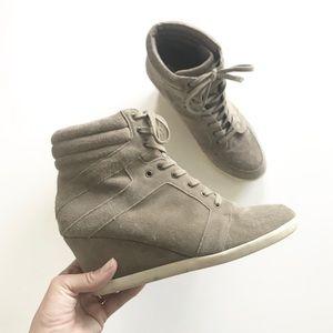 {steve madden} taupe grey suede wedge sneaker
